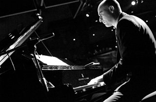 Davide Logiri playng grandpiano @ Blue Note (Milano)